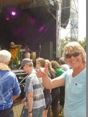 Rock- und Augenzeuge Ben bei Yvonne Mwale Band