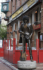 Phil_Lynott_Statue_at_Bruxelles_Dublin
