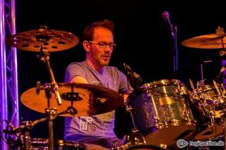 Peter Schneider (Schlagzeug, Perkussion, Gesang)
